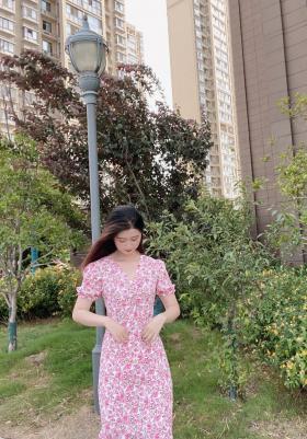 气质甜美可爱型连衣裙加港风寸衫