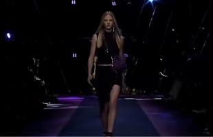 米兰时装周Versace2017春夏系列发布会-性感超模内衣诱惑T台走秀